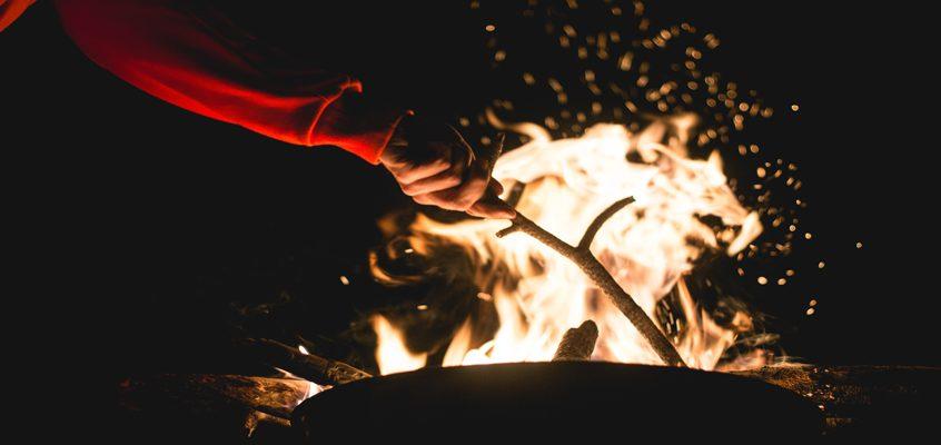 How survivalists light a fire